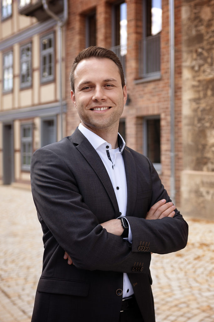 Dennis Berger, Kandidat als Bürgermeister für Wolfenbüttel 2021, am Schlossplatz Wolfenbüttel