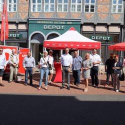 Rollendes Bürgerbüro der SPD auf dem Stadtmarkt - Dennis Berger stellt sich vor